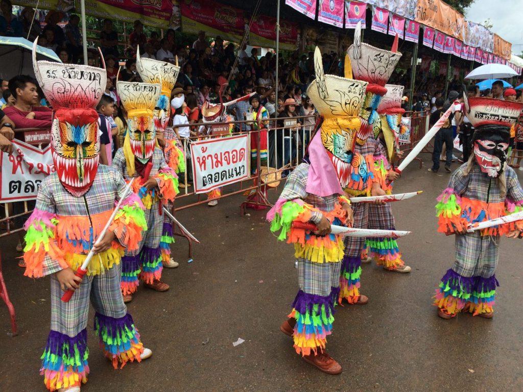 Les danseurs avec leurs masques