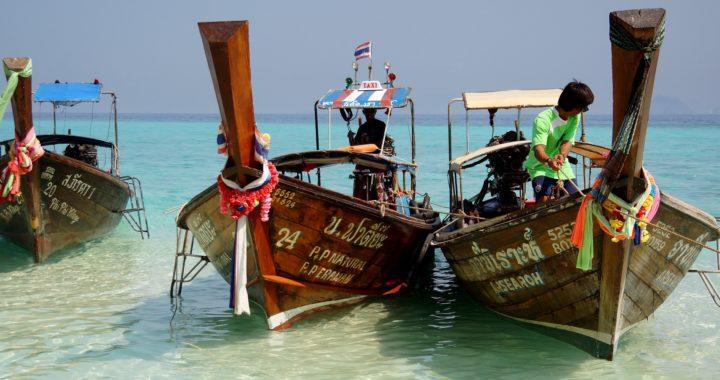 Les Long Tails Boats