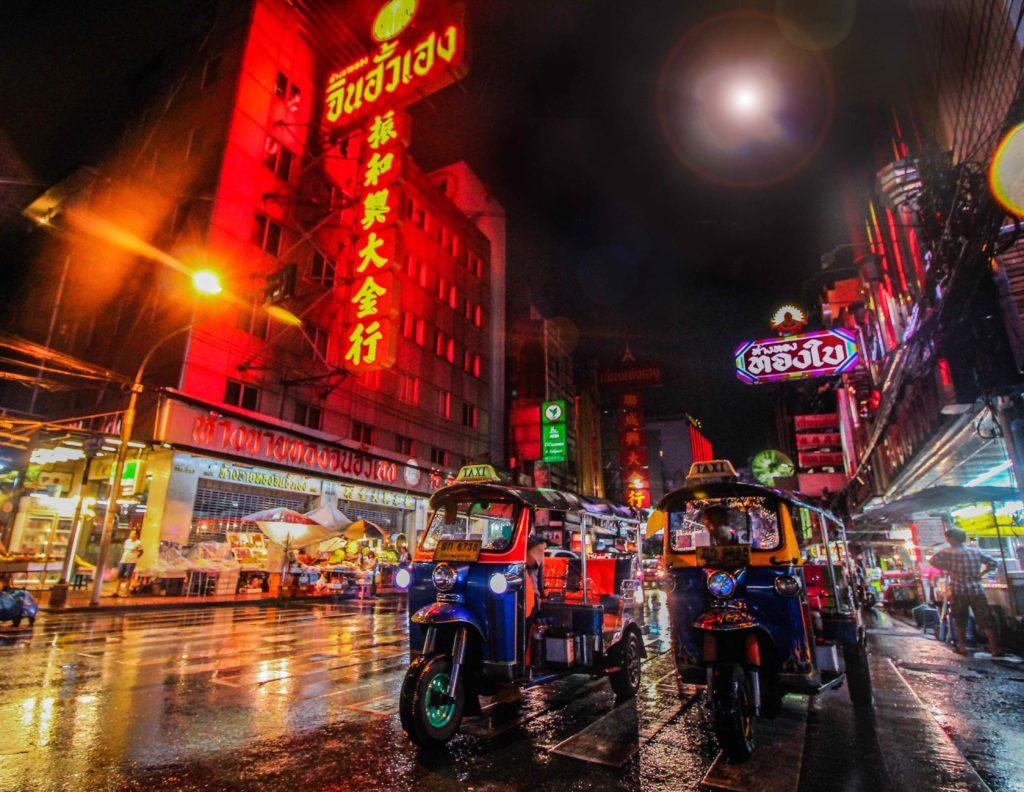 tuk-tuk a chinatown de nuit