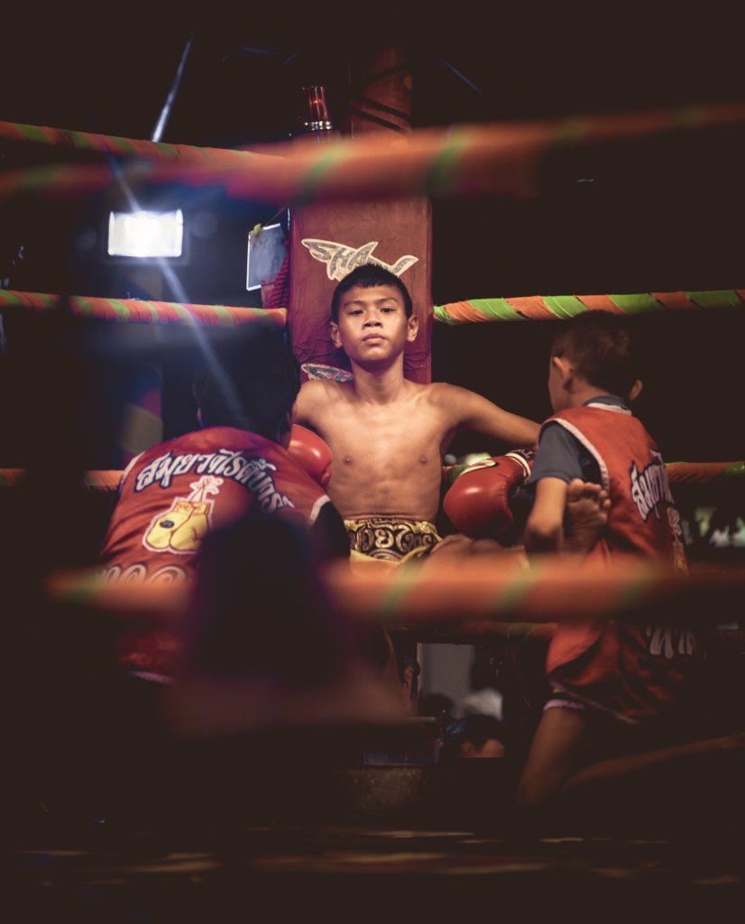 Jeune boxeur muay thai