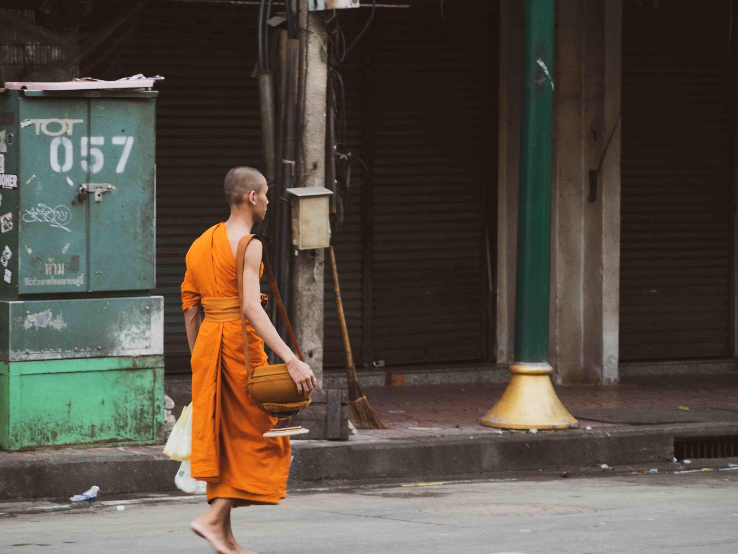 moine marchant a bangkok