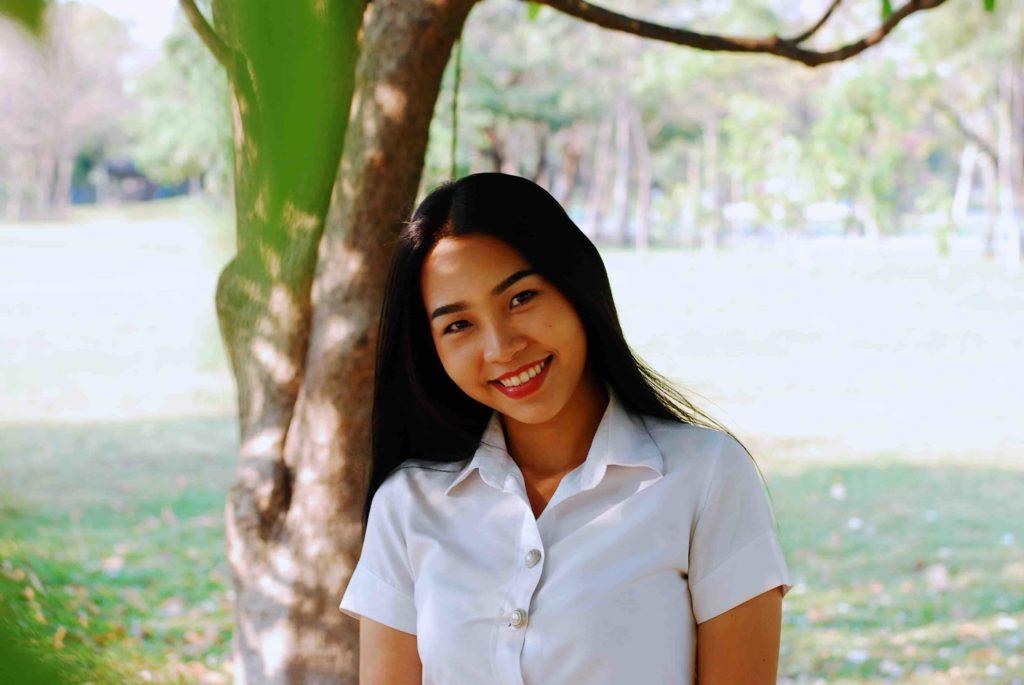 la douceur et le charme d'une jeune femme thailandaise