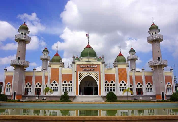Cette image a un attribut alt vide; le nom du fichier est mosquee-centrale-Matsayit-Klang.jpg