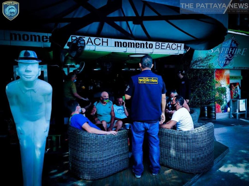 Hier soir à Pattaya, huit touristes français, trois britanniques, un allemand et un thaïlandais ont tous été arrêtés pour avoir ignoré une interdiction de se réunir qui a été introduite pour arrêter la propagation du coronavirus